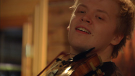 Pekka Kuusisto playing his own arrangement at a house concert in Katkasuvanto, Lapland