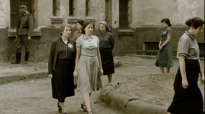 Hannah Senesh (Meri Roth) and her mother Catherine (Marcela Nohýnková) circle a prison courtyard
