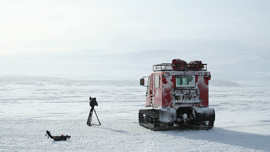 A lone pisten bully, a tripod and an easy-rig