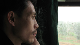 The father ponders on his journey back home when the train gets near his village.