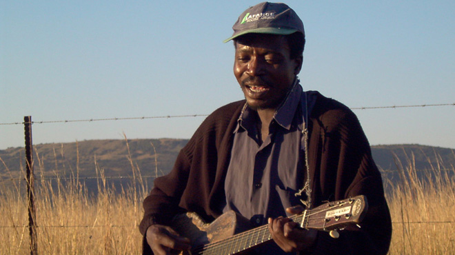 Elias Nkhwanazi performing a maskanda song near Greytown, Kwa-Zulu Natal