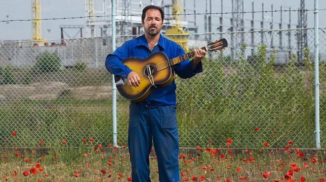 Fernando Almaralis Dias, the last Cuban in Belene on the background of the Nuclear Power Plant site.