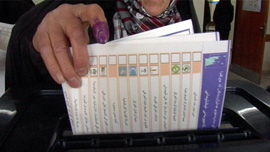 An Iraqi woman casts her ballot